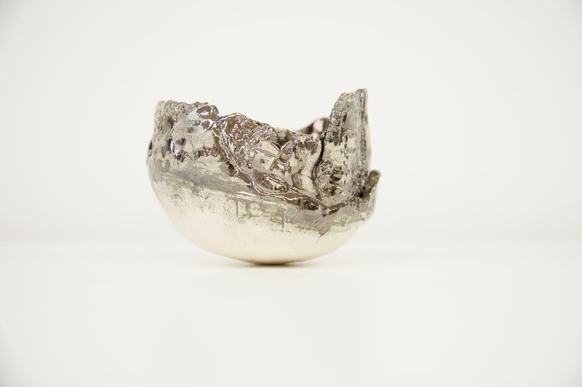 Mini ciotola in ceramica fatta a mano dal colore argento