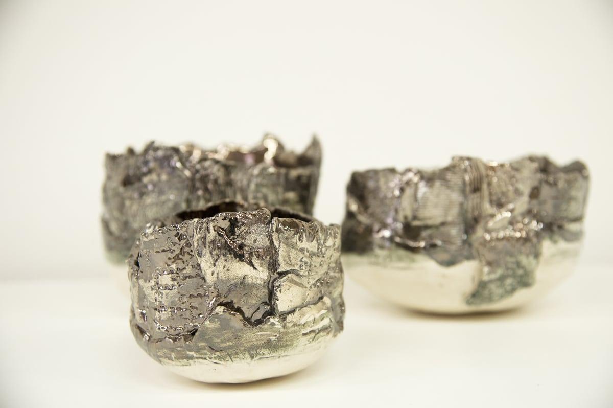 Tre mini ciotole in ceramica dal colore argento
