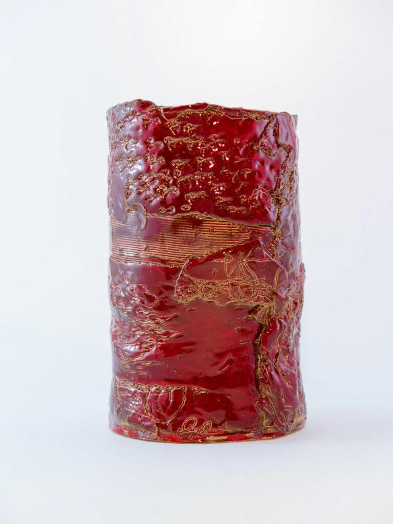 Vaso in ceramica realizzato a mano dal colore rosso e oro