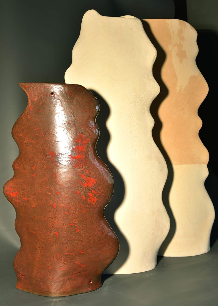 Esposizione di tre diverse basi in ceramica per lampade