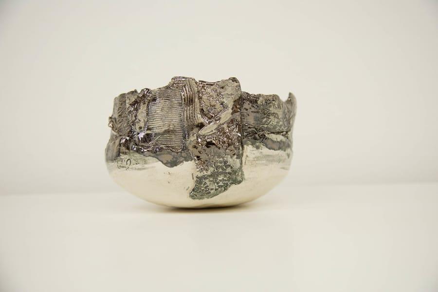 Ciotola in ceramica lucida creata da Vinny Maio