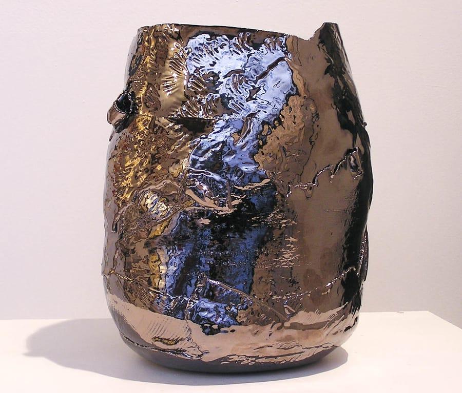 Vaso in ceramica lucida asimmetrico