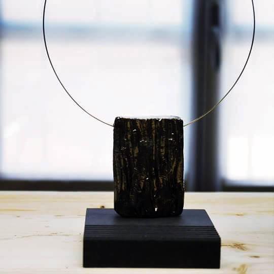 Girocollo con pendente in ceramica