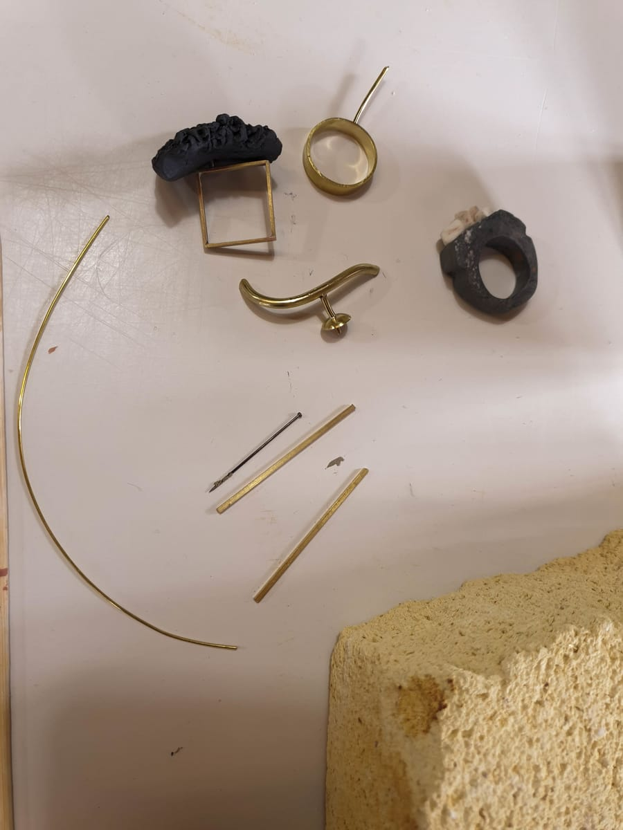 Creazione gioielli in ceramica Vinny Maio Design