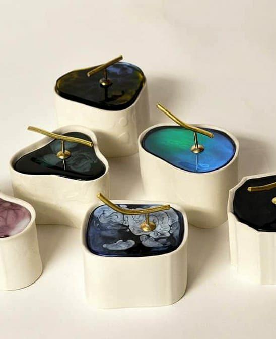 Scatole per gioielli in porcellana, resina e ottone fatte a mano da Vinny Maio