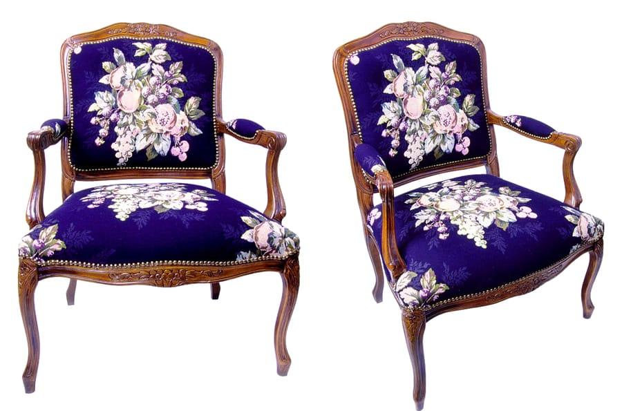 Restauro sedia in legno dal colore viola